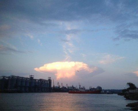 Людей напугало аномальное облако над Николаевом