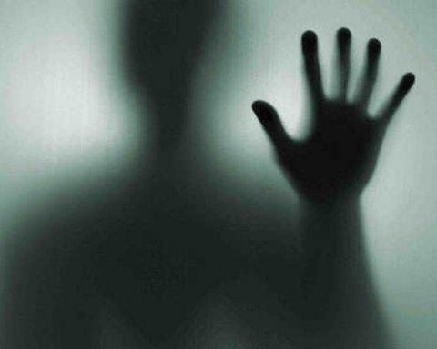 Привиди захопили поліцейський відділок, копи в паніці кидають роботу