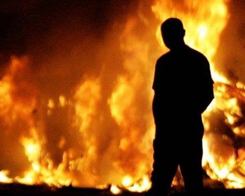 В Киеве снова пытались поджечь магазин Roshen: видео с места ЧП
