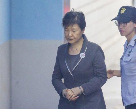 За украденные миллиарды: в Корее осудили экс-президента