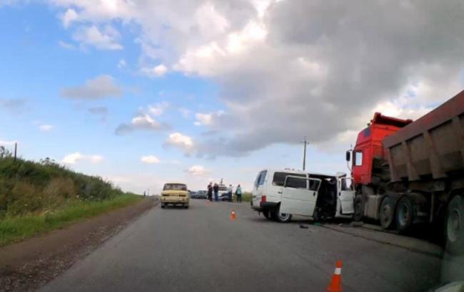 В ужасном ДТП с участием фуры погибли четыре человека