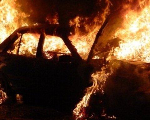 Невідомі влаштували масовий підпал автівок в Одесі