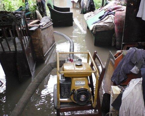 У Чернігові НП на каналізаційній станції: людей евакуюють