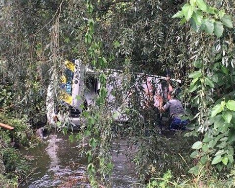 Под Киевом копы преследовали нарушителя и вылетели в реку