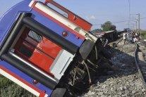 Крушение поезда в Турции: количество жертв возросло, сотни пострадавших
