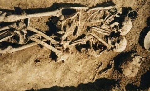 Археологи обнаружили заживо похороненных влюбленных