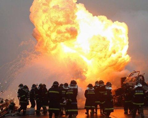 На крупном заводе произошел взрыв, много погибших и раненых