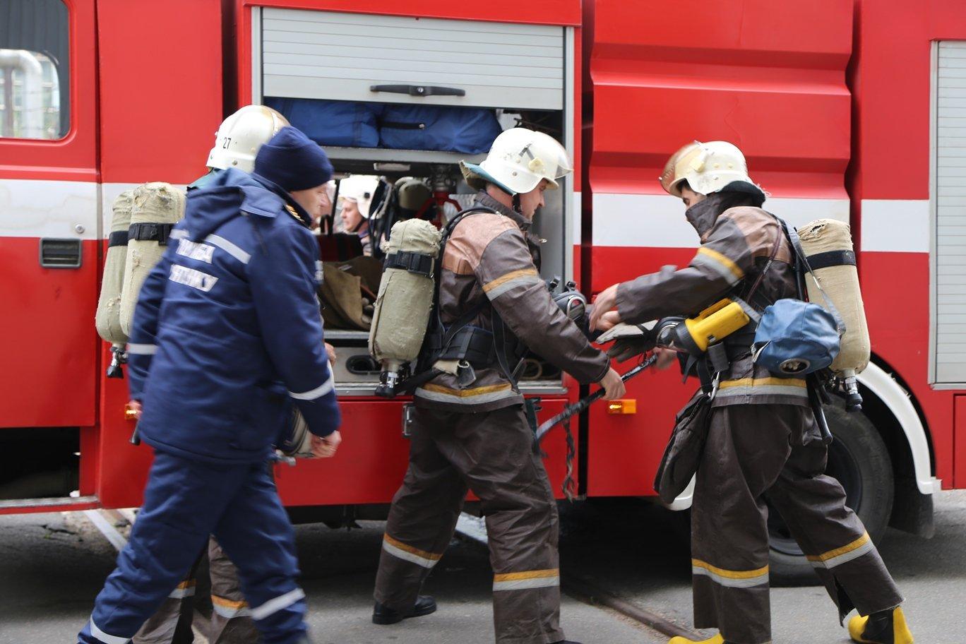 В центре Киева вспыхнул масштабный пожар: первые фото и детали