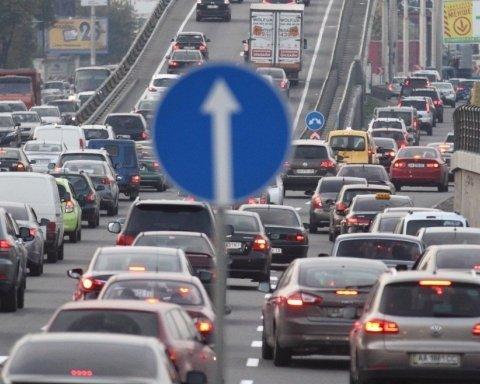 Киев застрял в пробках, машинам не проехать: карта проезда
