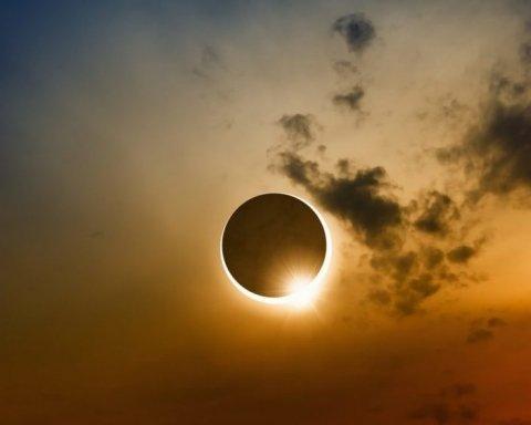 Землю накрыло солнечное затмение, появились впечатляющие кадры