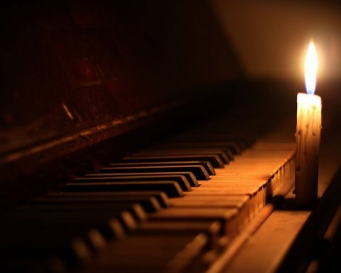 После долгой и мучительной болезни умер культовый музыкант