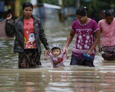 Тысячи людей покинули свои дома: Мьянму накрыли ливни