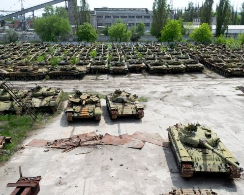 На украинской военной базе нашли сотни советских танков