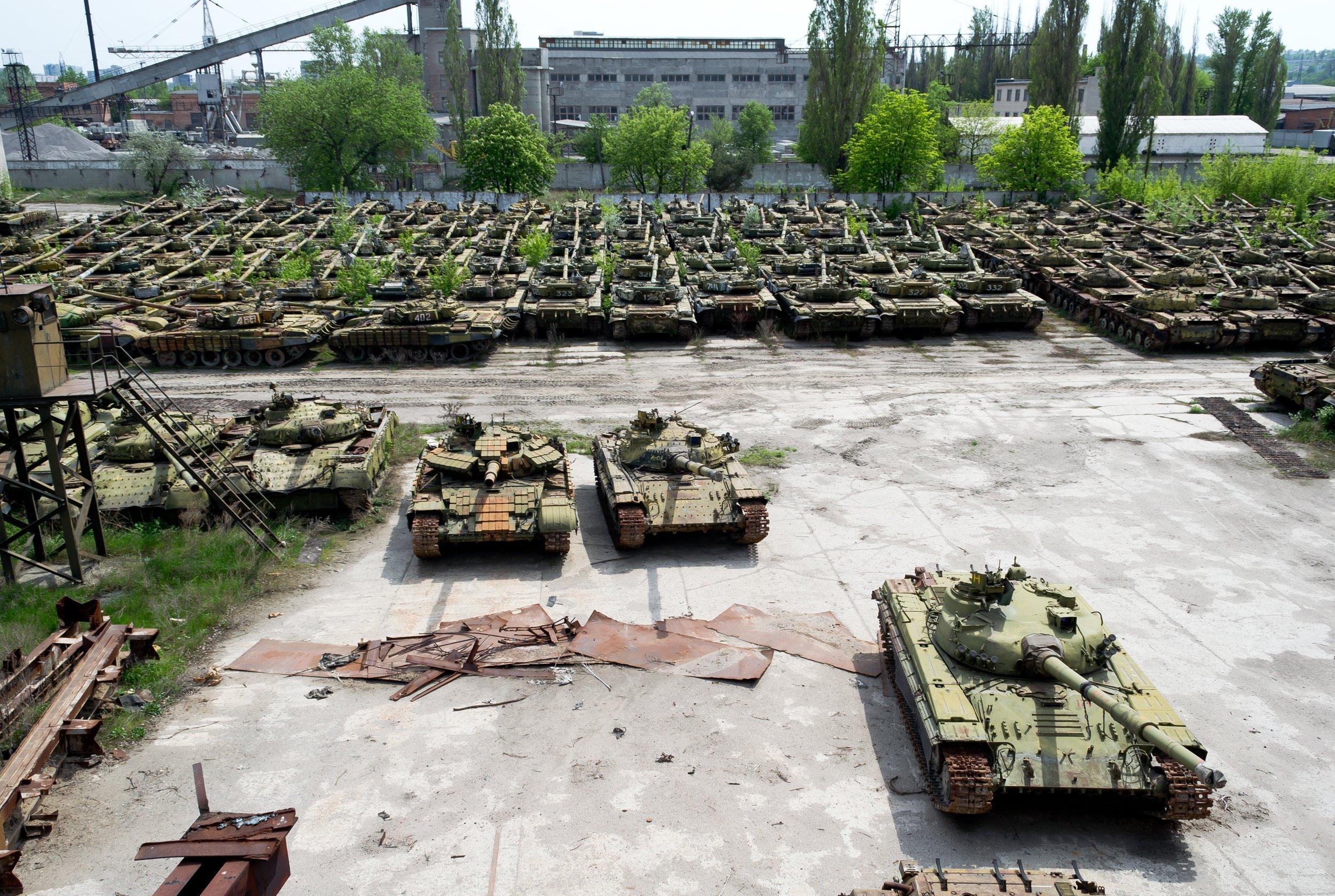 На українській військовій базі знайшли сотні радянських танків