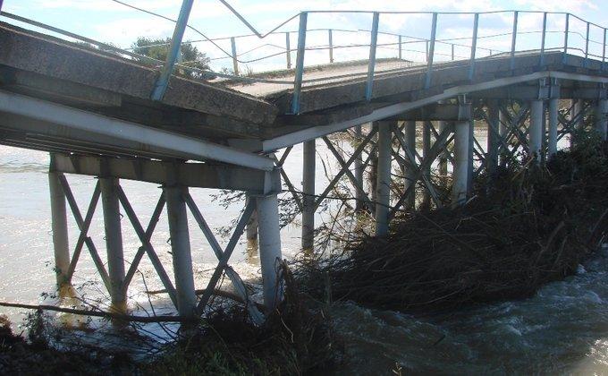 ВКарпатах обвалився міст через басейн Дністра