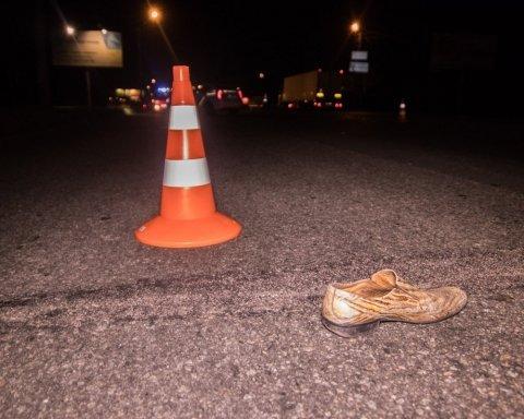 Жуткое ДТП в Киеве: водитель протащил мужчину десятки метров по дороге