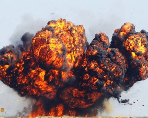 В Петербурге прогремел взрыв, погибло двое людей: первые кадры с места ЧП