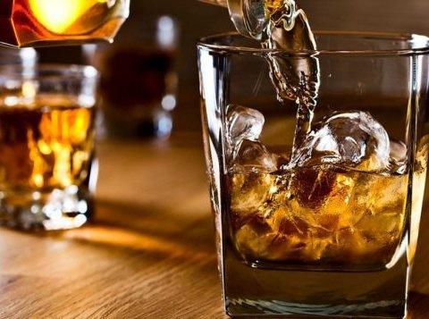 Назван алкоголь, который помогает бороться с раком