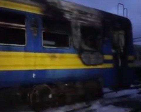 Люди выпрыгивали из окон: поезд загорелся по загадочной причине