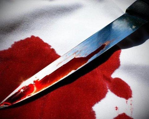 Відчайдушна жінка намагалася вбити себе прямо в супермаркеті