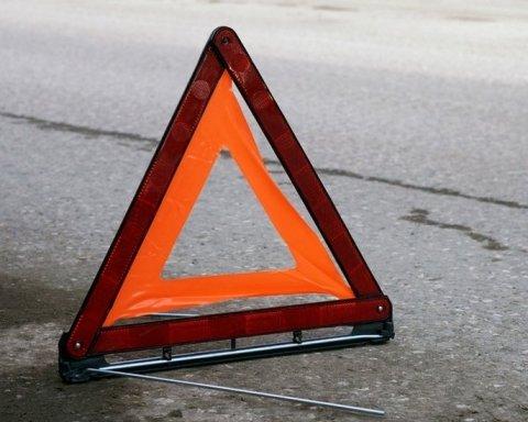 На Львовщине мотоциклист сбил детскую  коляску, в больнице двое детей