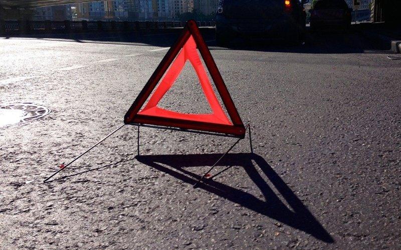 В Киеве Lexus на скорости сбил пешехода и скрылся с места аварии