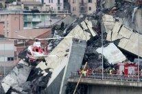 Обрушение моста в Генуе: число жертв продолжает расти