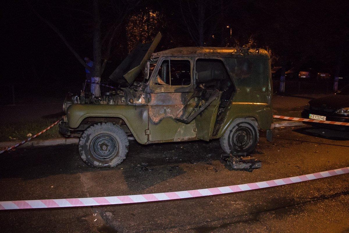 У Києві чоловік живцем згорів в автомобілі