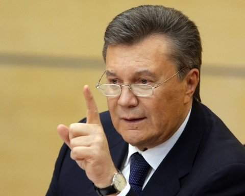 Адвокати Януковича побилися з копами у суді