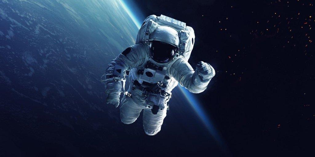 Вперше в історії: астронавти зіграли в теніс на МКС