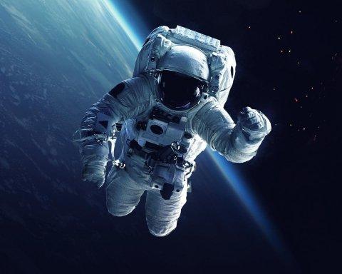 Впервые в истории: астронавты сыграли в теннис на МКС