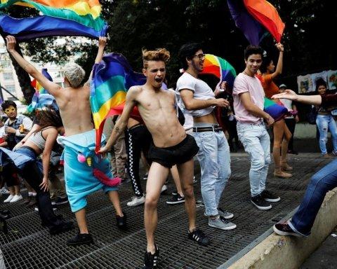 Депутати заборонили гей-прайди у великому українському місті