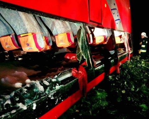 Смертельне ДТП з українськими туристами в Польщі: опубліковано фото з місця