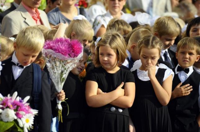 1 сентября — выходной день: Минобразования приняло решение относительно школьных линеек