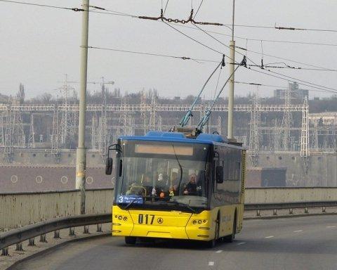 Могли пострадать десятки: автобус протаранил троллейбус