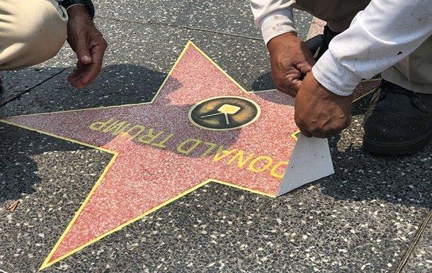В Голливуде на Аллее славы появились 50 звезд Трампа
