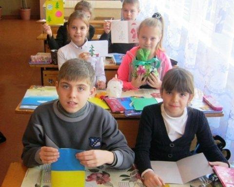 Детей погибших украинских бойцов поздравили с 1 сентября