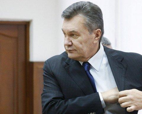 Янукович встретился с адвокатом в деле о госизмене: опубликовано фото