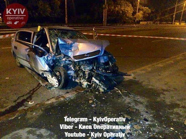 У Києві п'яний таксист влетів у бетонний блок, пасажирка загинула