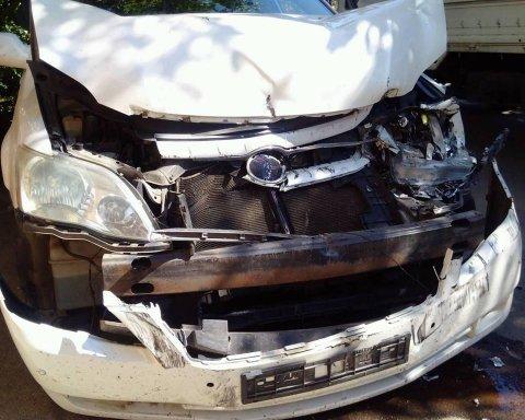 В Одесі вантажівка на швидкості протаранила машину активістів