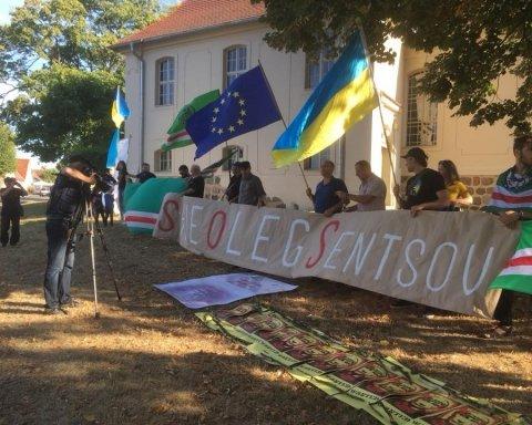 Зупиніть вбивство Сенцова: у Німеччині пройшла акція на підтримку в'язня Кремля