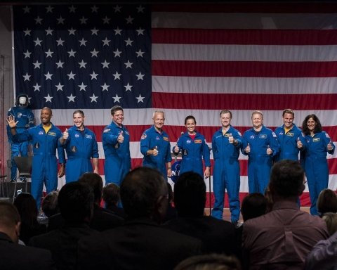 NASA представило команду астронавтов для миссий SpaceX и Boeing