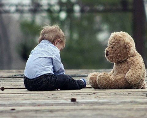 В Харькове горе-мать бросила ребенка в парке и исчезла
