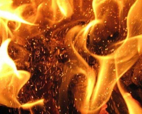 У центрі Києва посеред ночі загорівся готель