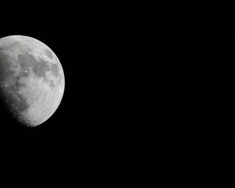 Китайцы отправят ровер на темную сторону Луны: названа дата