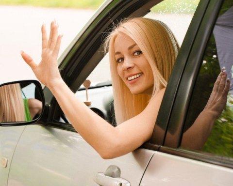 Женщин признали лучшими водителями: ученые сделали заявление