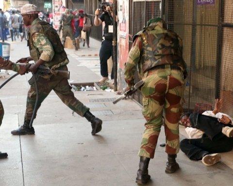 У Зімбабве почалось пекло після виборів: є загиблі, людей б'ють без розбору