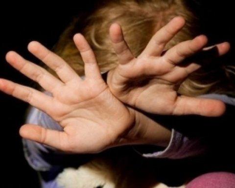 Ґвалтував хвору на ДЦП доньку: поліція затримала батька-педофіла