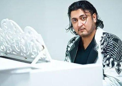 В центре Киева ограбили известного ромского певца