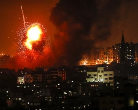 Выпустили 150 ракет: из сектора Газа обстреляли Израиль